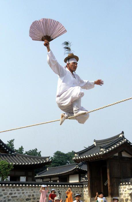 Corea del Sur - El Jultagi, andadura en la cuerda floja.