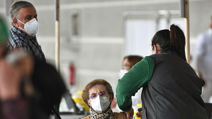 El Sergas mantiene mañana la vacunación masiva en medio del repunte de contagios en el área