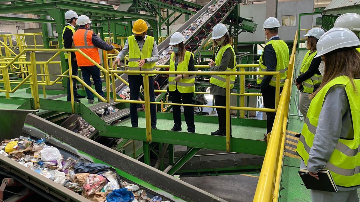 El Consorcio Valencia Interior recibe al equipo de medio ambiente de Mercadona en su planta de Caudete de las Fuentes