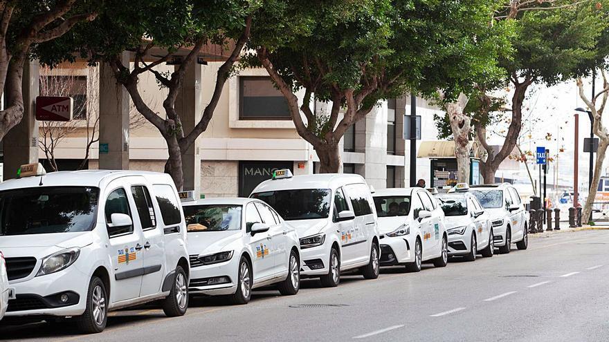 El Consell prepara el estudio de demanda del servicio de taxi en Ibiza