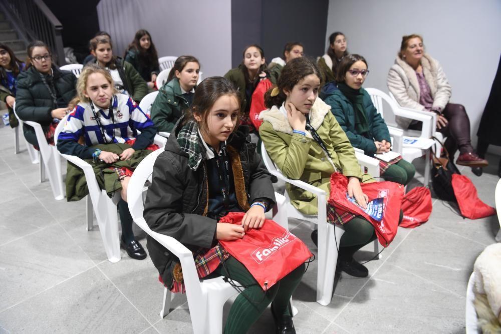 Alumnas del colegio Montespiño, de visita en Riazor