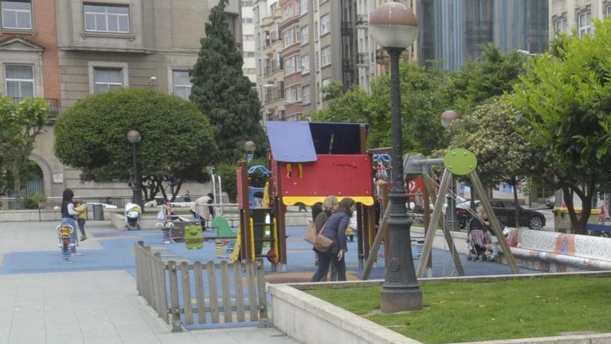 Nueve sancionados por hacer botellón en la plaza de Vigo y dos bares denunciados