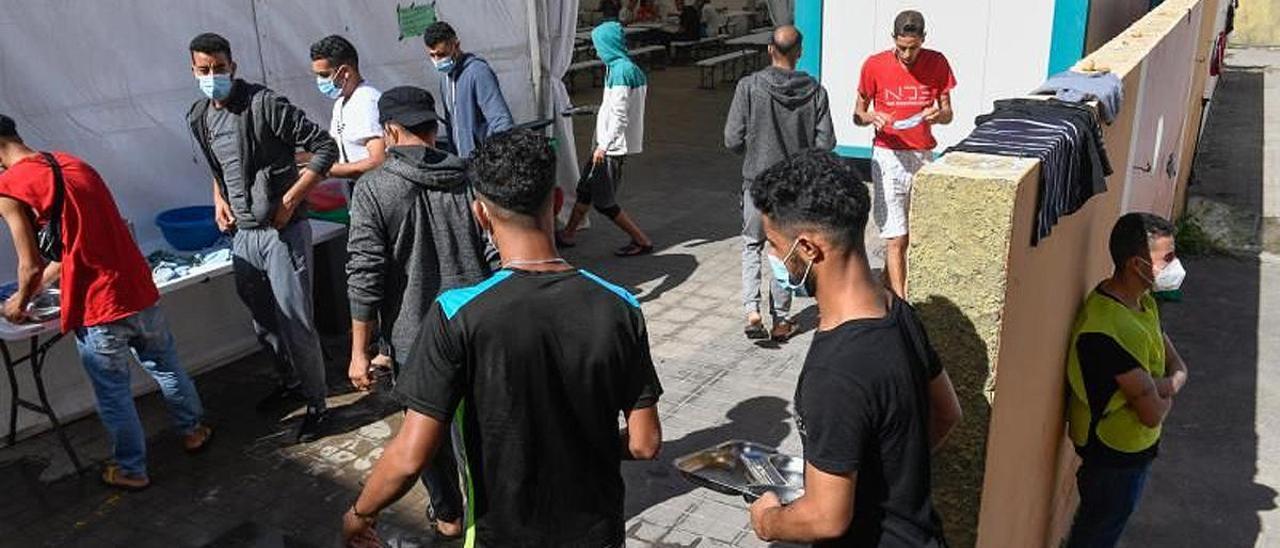 Migrantes en el Colegio León de Las Palmas.