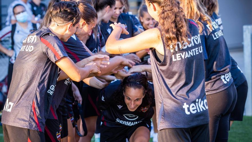 Último entrenamiento del Levante Femenino antes de medirse al Lyon en Champions