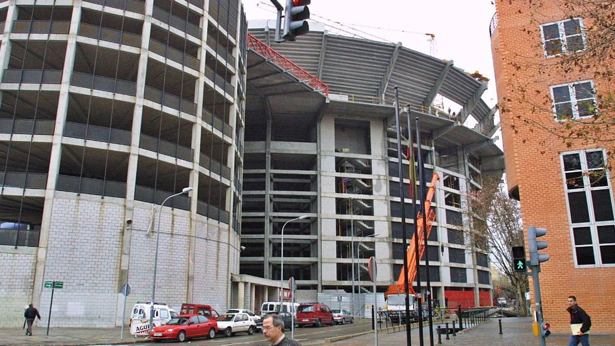 El estadio de Mestalla actual durante la ampliación de las gradas declaradas ilegales por el Supremo. | LEVANTE-EMV