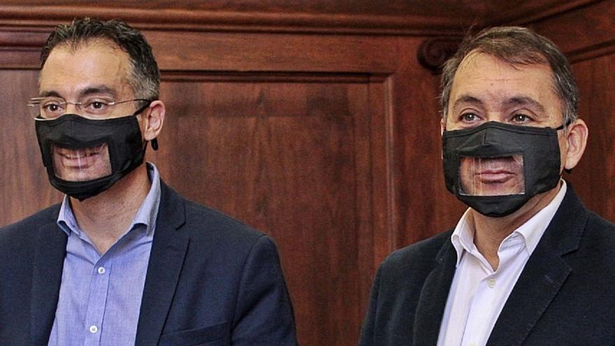 El Ayuntamiento usará mascarillas transparentes para atender al público
