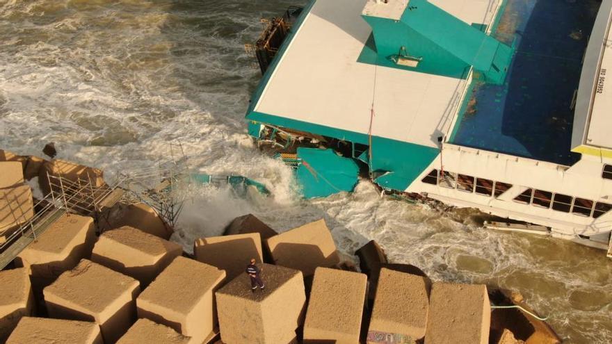 Desbordaments de rius i múltiples destrosses a València per les fortes pluges