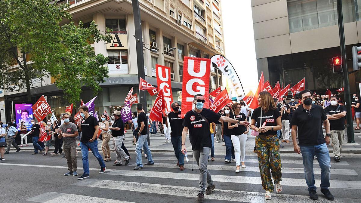 Trabajadores de CaixaBank vuelven a tomar la Gran Vía de Murcia.