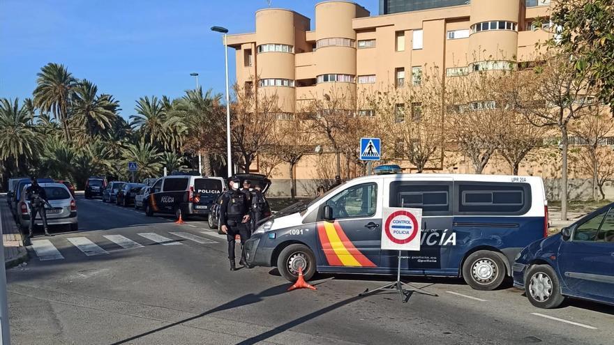 """La Policía Nacional desmantela """"tres puntos negros"""" de venta de droga en Elche"""