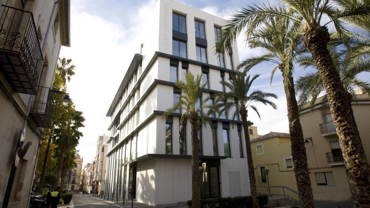 Edificio central de Caixa Ontinyent en la capital de la Vall d'Albaida