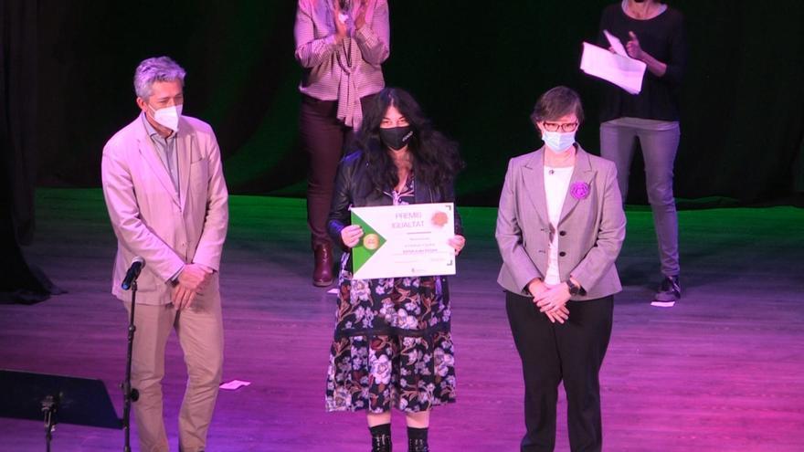 La historiadora Ester Alba recibe el premio al Trabajo por la Igualdad de La Pobla de Vallbona