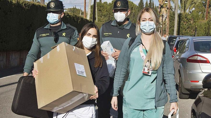Sanidad vacunará la próxima semana al personal de primera línea de las clínicas privadas
