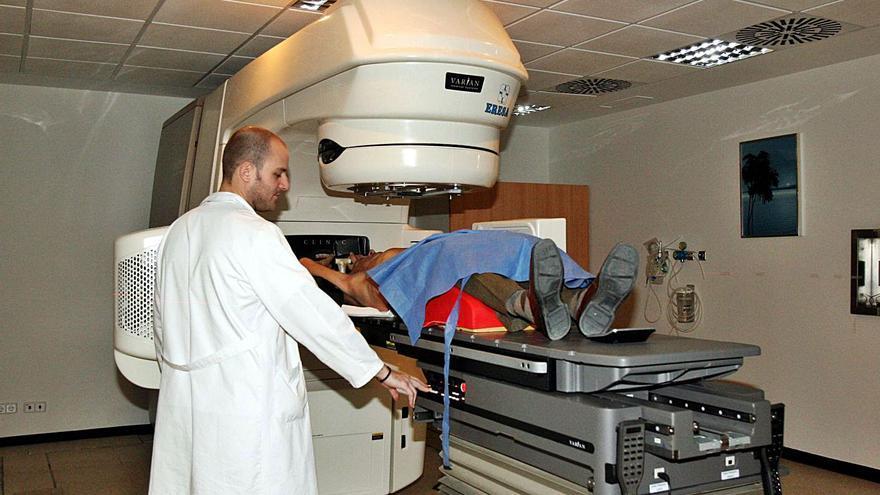 El acelerador contra el cáncer que regaló Amancio Ortega al Hospital General de Elche aún no funciona