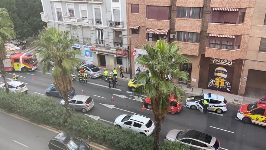 Tres heridos al colisionar un taxi y un coche en València