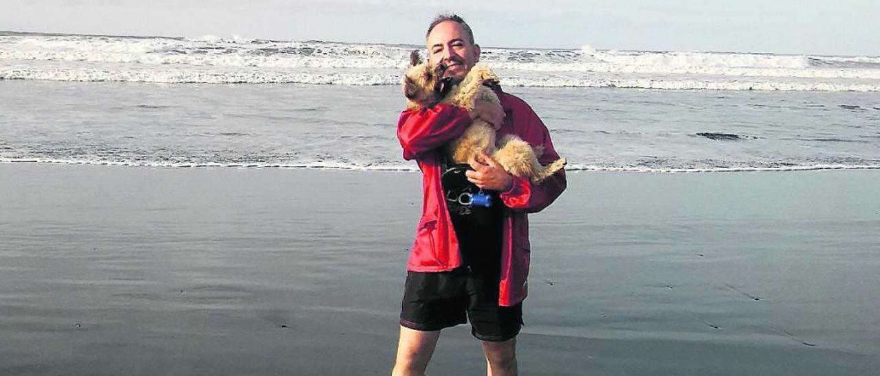 Miguel Asensio, en la playa de La Arena.