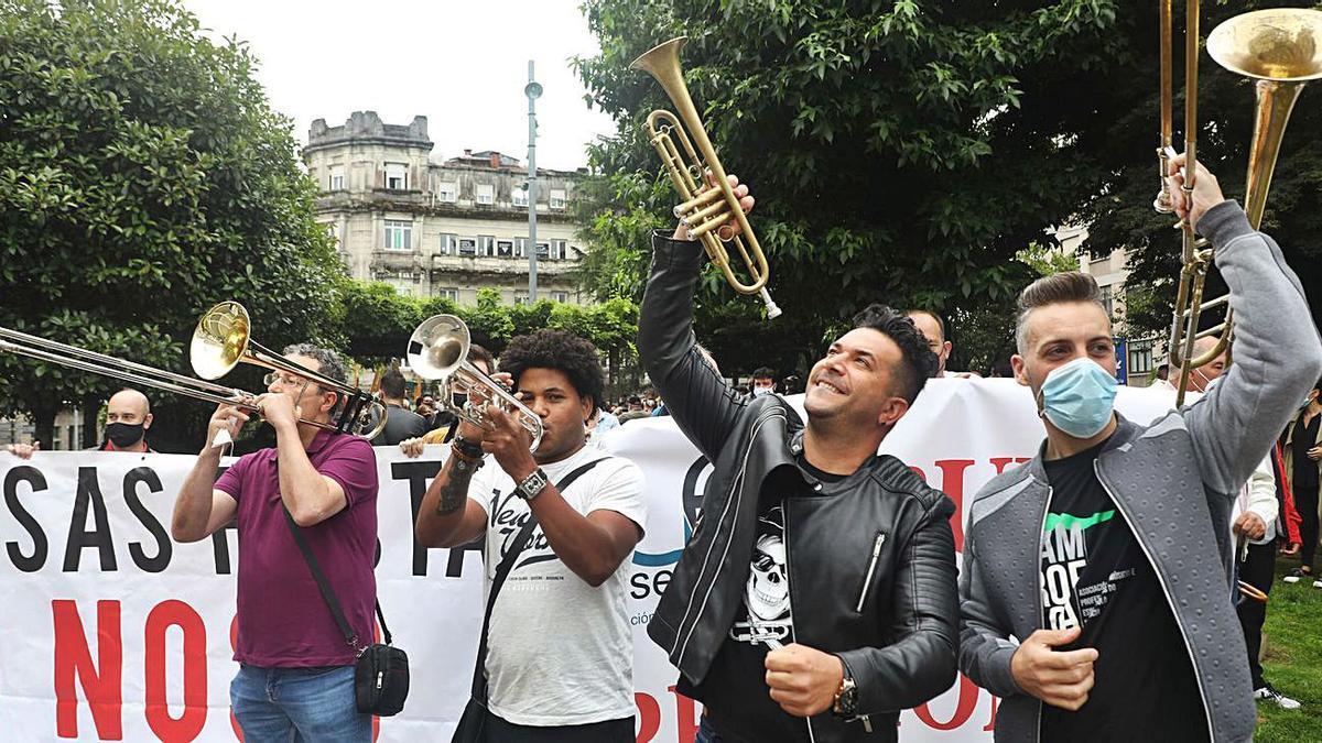Una imagen de la manifestación de ayer en Santiago.    // XOÁN ÁLVAREZ