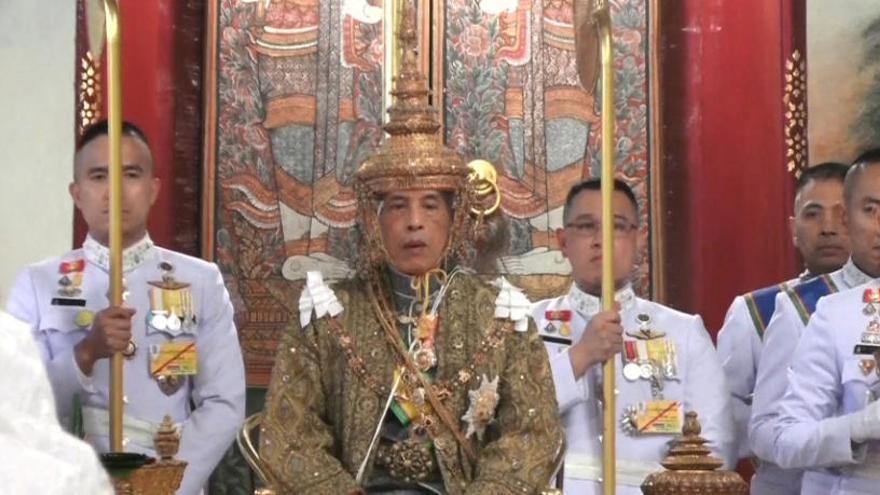 El nuevo rey de Tailandia, coronado en una suntuosa ceremonia