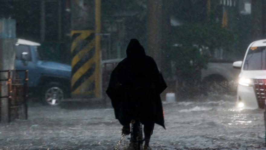 El tifón Conson deja 17 muertos en Filipinas, que se prepara para otro