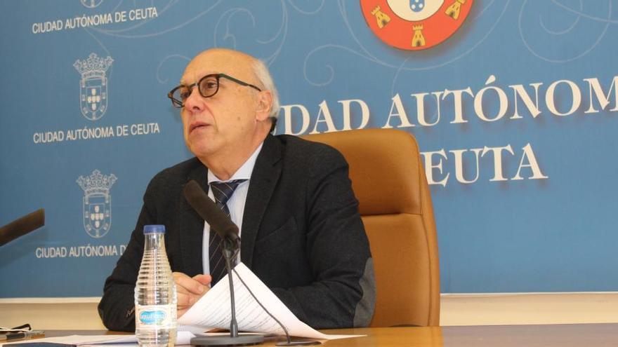 El consejero de Sanidad de Ceuta dice que se vacunó porque se lo pidieron los técnicos