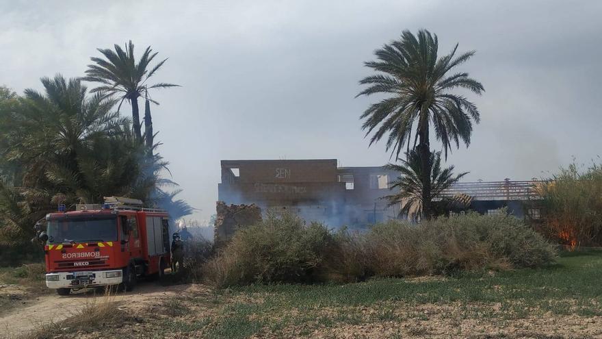 La Policía salva a un hombre de 77 años que sufrió quemaduras al arder una finca en Alhama de Murcia