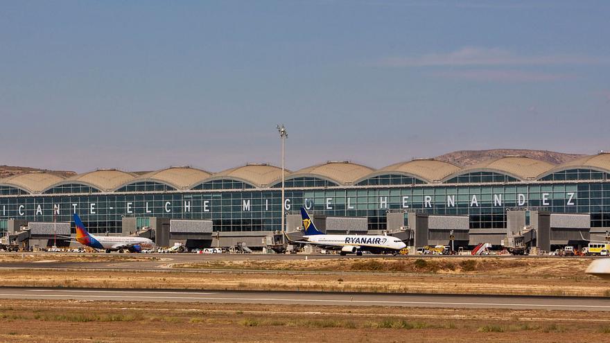 La Costa Blanca recupera 114 vuelos directos y el 84% de la oferta anterior al covid