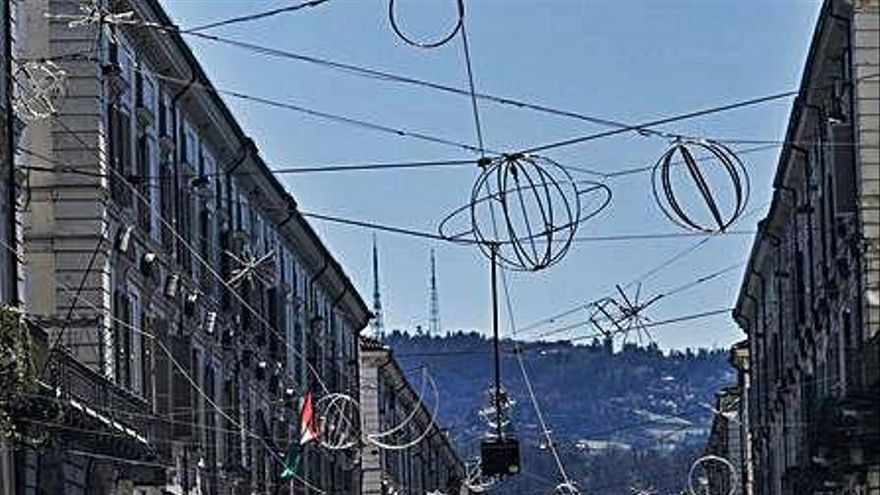 La major part d'Itàlia torna a confinar-se un any després de l'inici de la pandèmia