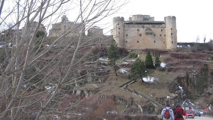 Puebla de Sanabria enciende hoy sábado la nueva iluminación del castillo, el puente y las murallas