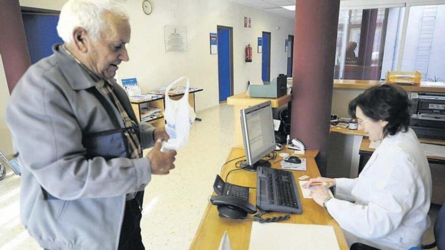 La falta de médicos provoca que en el interior se den citas a 12 días vista