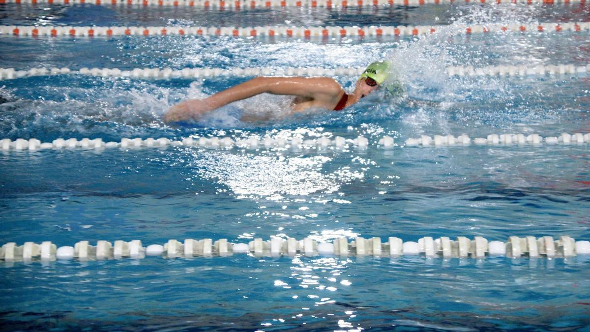 La piscina de Vilagarcía acoge la primera competición oficial de su historia con la Liga Gallega de salvamento