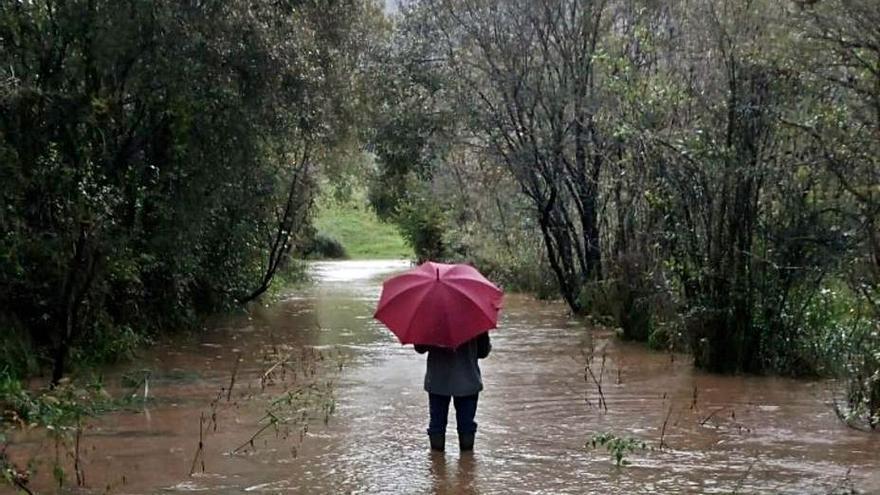 El agua anega Las Bajuras