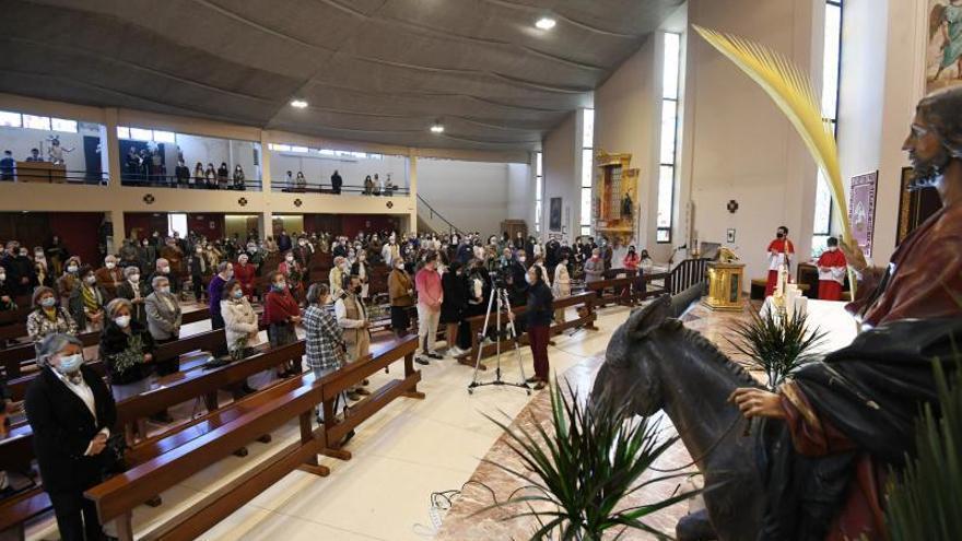 Un Domingo de Ramos con turno para entrar a la iglesia