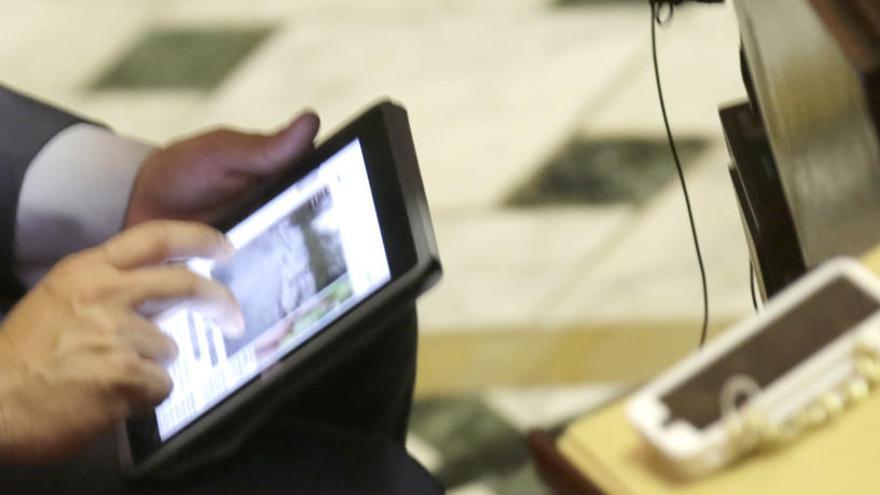 El Congreso recupera 17.500 euros por la venta de iPhone e iPad a los diputados salientes