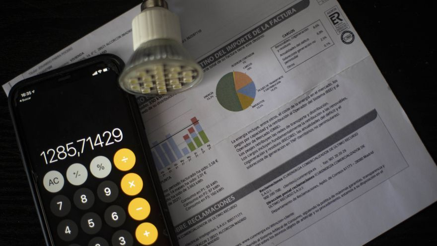 El precio de la luz baja un 20,6% este viernes pero será el segundo más caro de la historia: 229,2 euros/MWh