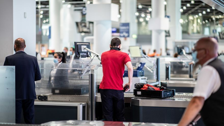 Wartezeiten am Flughafen: Chef der Sicherheitskontrolle in Düsseldorf verspricht Verstärkung