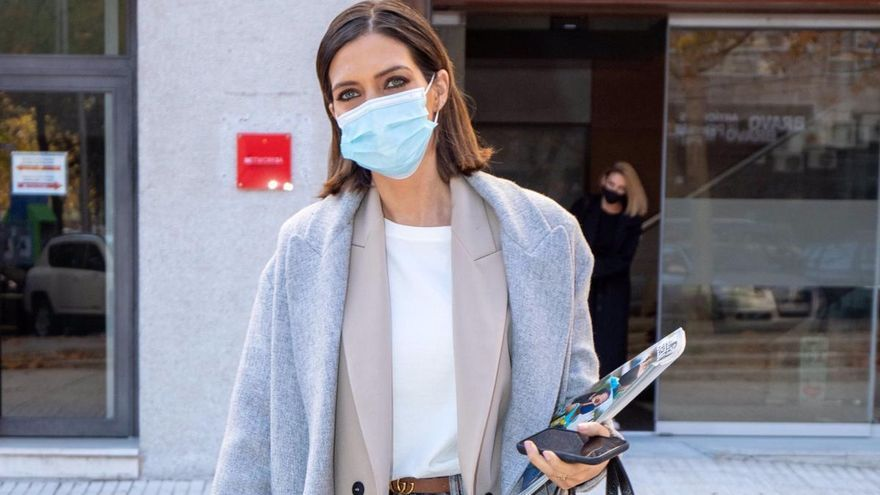 Sara Carbonero sorprende con su look 'working girl'