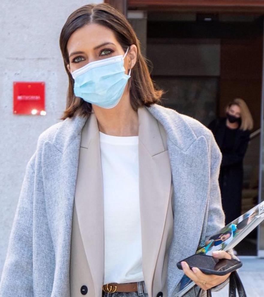 Sara Carbonero sorprende con su look 'working girl'