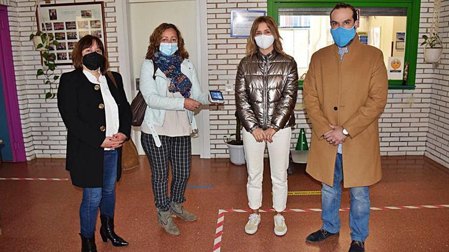 Siero distribuye medidores de CO2 en los colegios del concejo