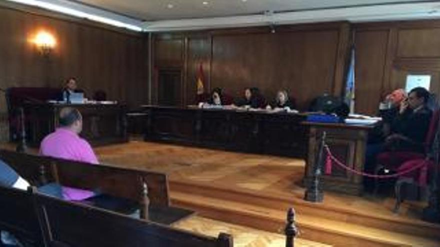 """El propietario de """"Panorama"""" y """"París de Noia"""" se acoge a su derecho a no declarar en el juicio por delito fiscal"""