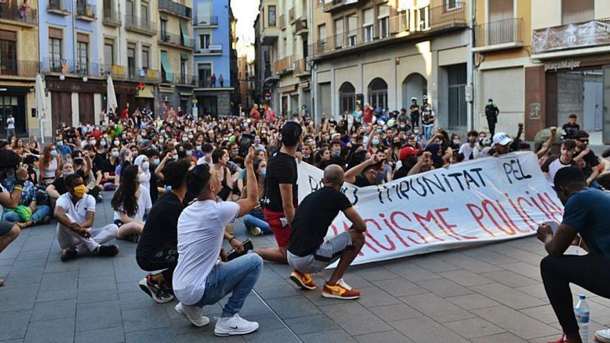 Sol·liciten sis anys de presó per als  agents de l'agressió racista a Sant Feliu