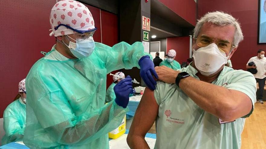 Los hospitales de Torrevieja y Vinalopó en Elche han vacunado a más del 80% de sus profesionales y del personal de limpieza y seguridad