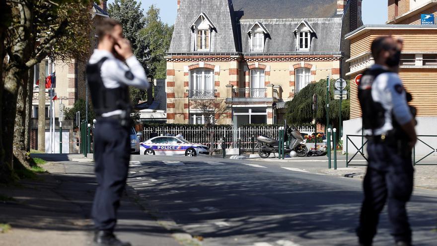 Francia investiga como ataque terrorista un acuchillamiento en París