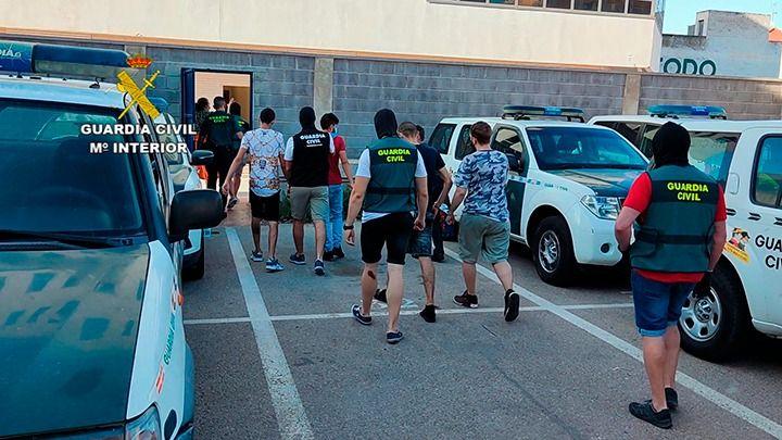 La Guardia Civil detiene en Torrevieja a un grupo criminal que tenía un negocio de viviendas usurpadas