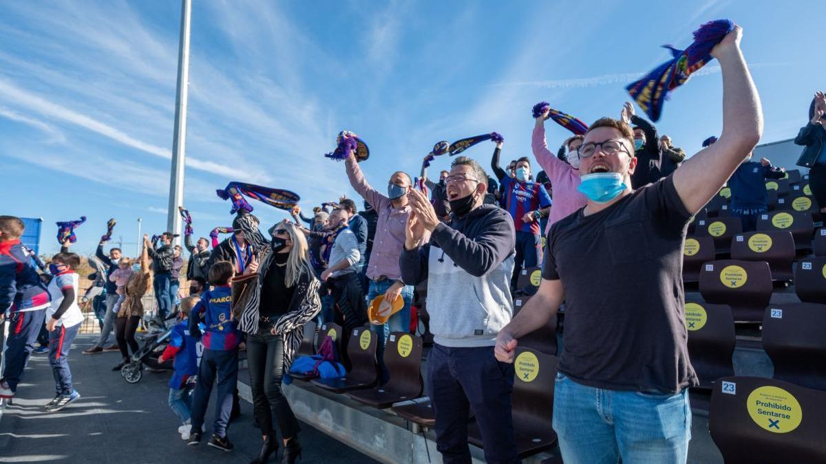 Durften drei Tore und am Ende den Sieg bejubeln: Anhänger von Poblense im Estadi Balear.