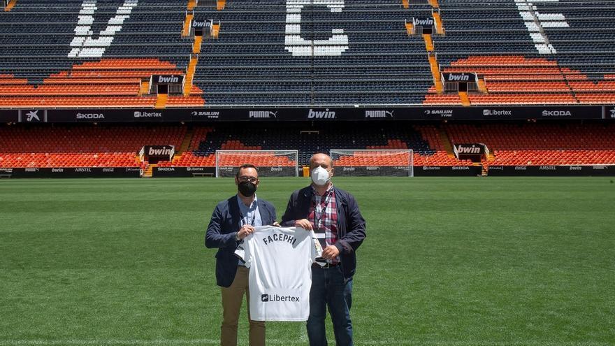 Entrar al estadio por la cara: El Valencia utilizará el software de FacePhi para el acceso de sus abonados