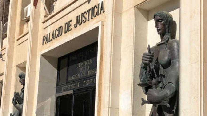 Piden 5 años cárcel al acusado de dejar malherido a un motorista con el que chocó