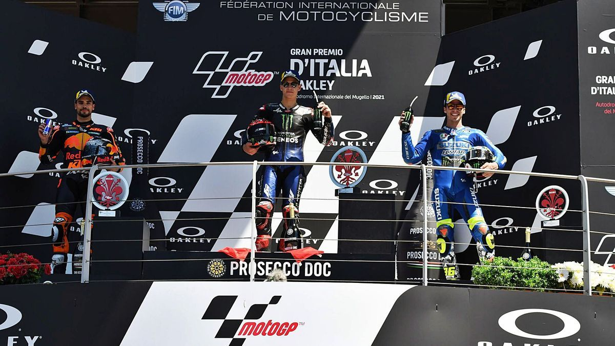 El podi de la cursa de Moto GP encapçalat pel francès Fabio Quartararo.   EFE/CLAUDIO GIOVANNINI