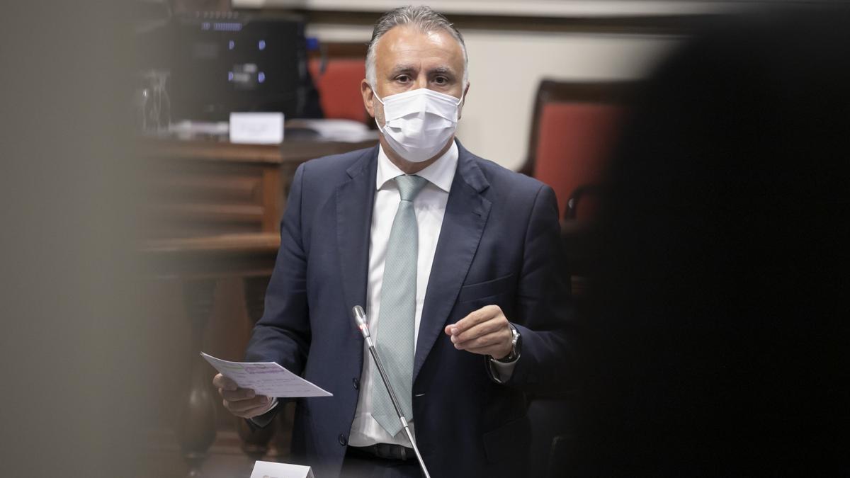 El presidente de Canarias, Ángel Víctor Torres, en la sesión de control del Gobierno en el Parlamento de Canarias.