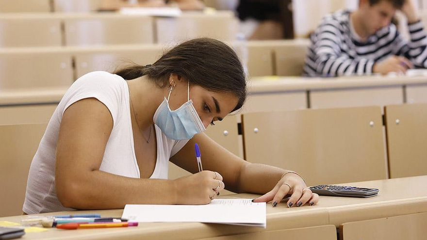 Canarias inicia el abono de becas a cerca de 2.300 estudiantes universitarios