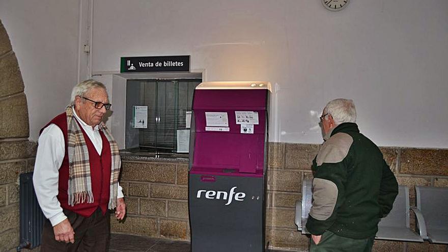 Quejas por problemas para sacar billete en la taquilla de Puebla de Sanabria
