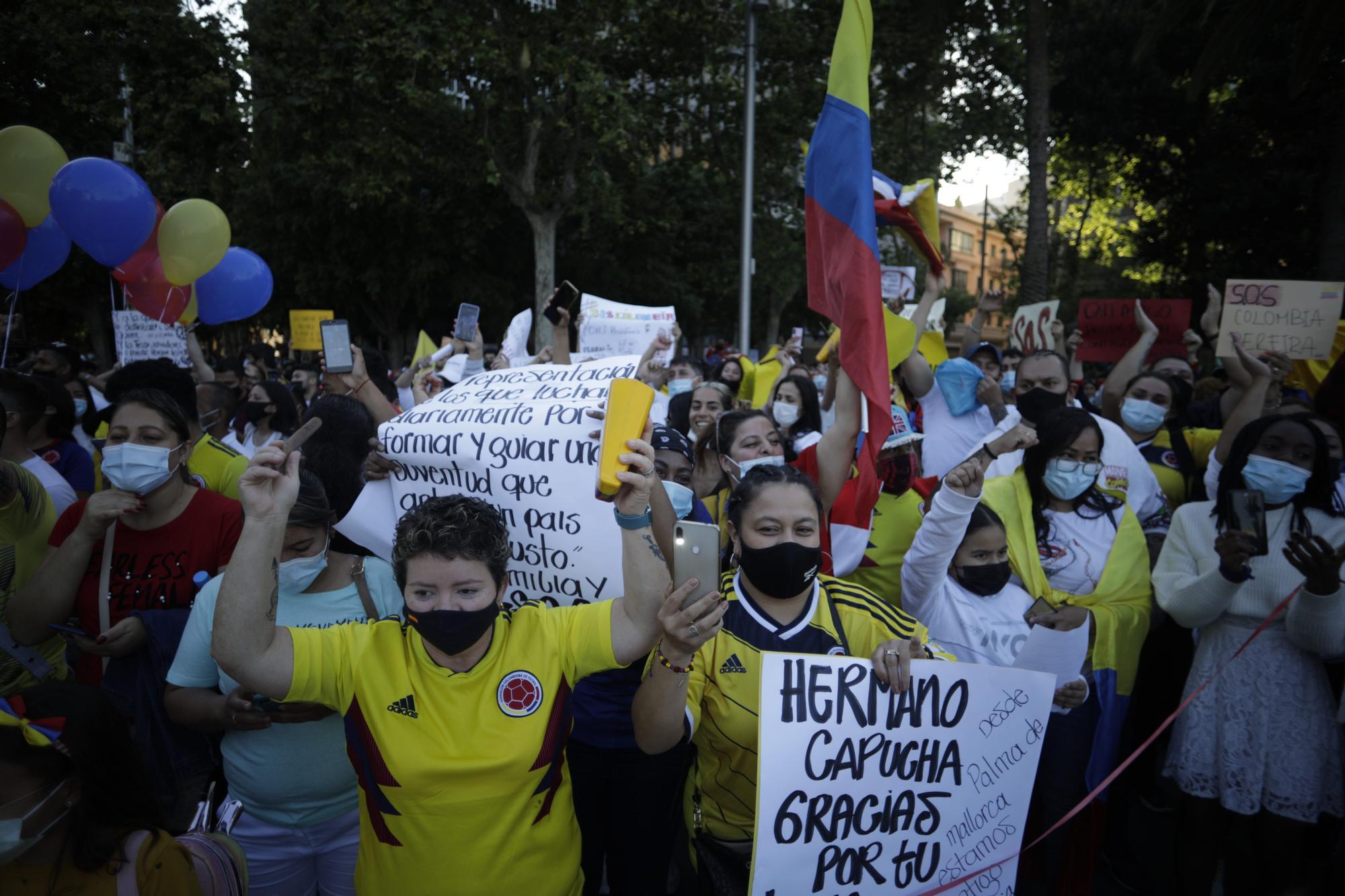 Más de 500 personas se manifiestan en Palma por la libertad de Colombia